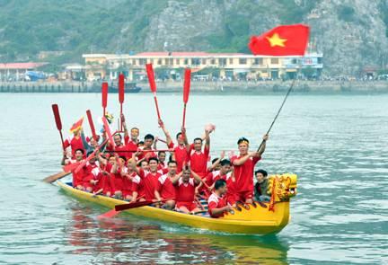 Lễ hội đua thuyền rồng ở Cát Bà