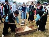 Tục Giã Bánh Dày Ngày Tết Của Người Mông,tuc gia banh day ngay tet cua nguoi mong